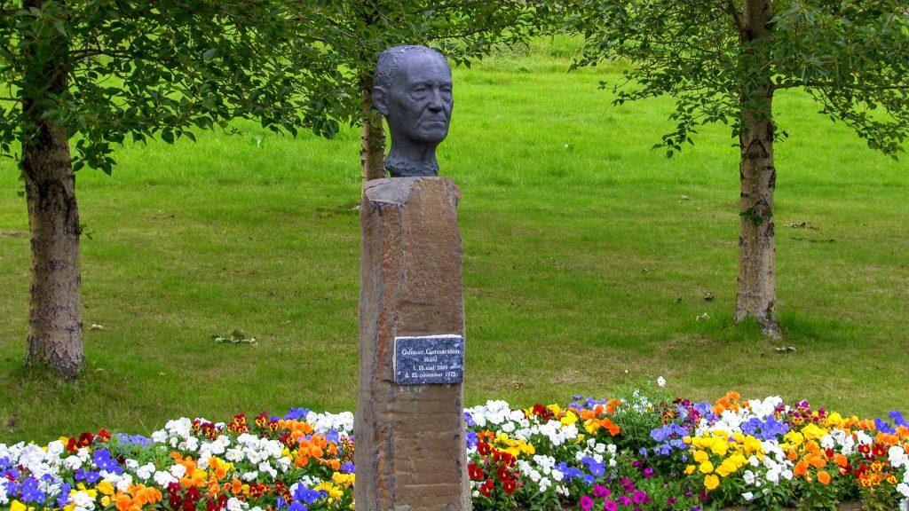Gunnar Gunnarsson Statue