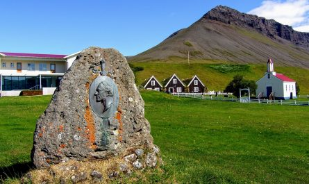 Statue of Jon Sigurdsson